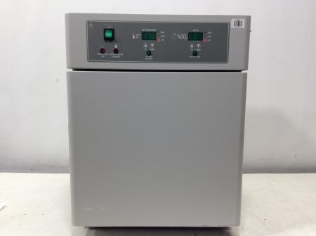 VWR 2310 Water Jacketed CO2 Incubator